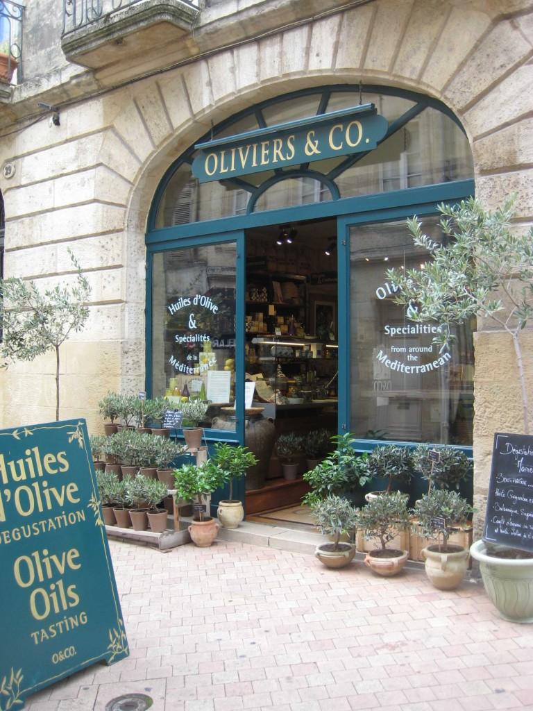 Bordeaux Städtereise - Olivenbaum kaufen in der Stadt