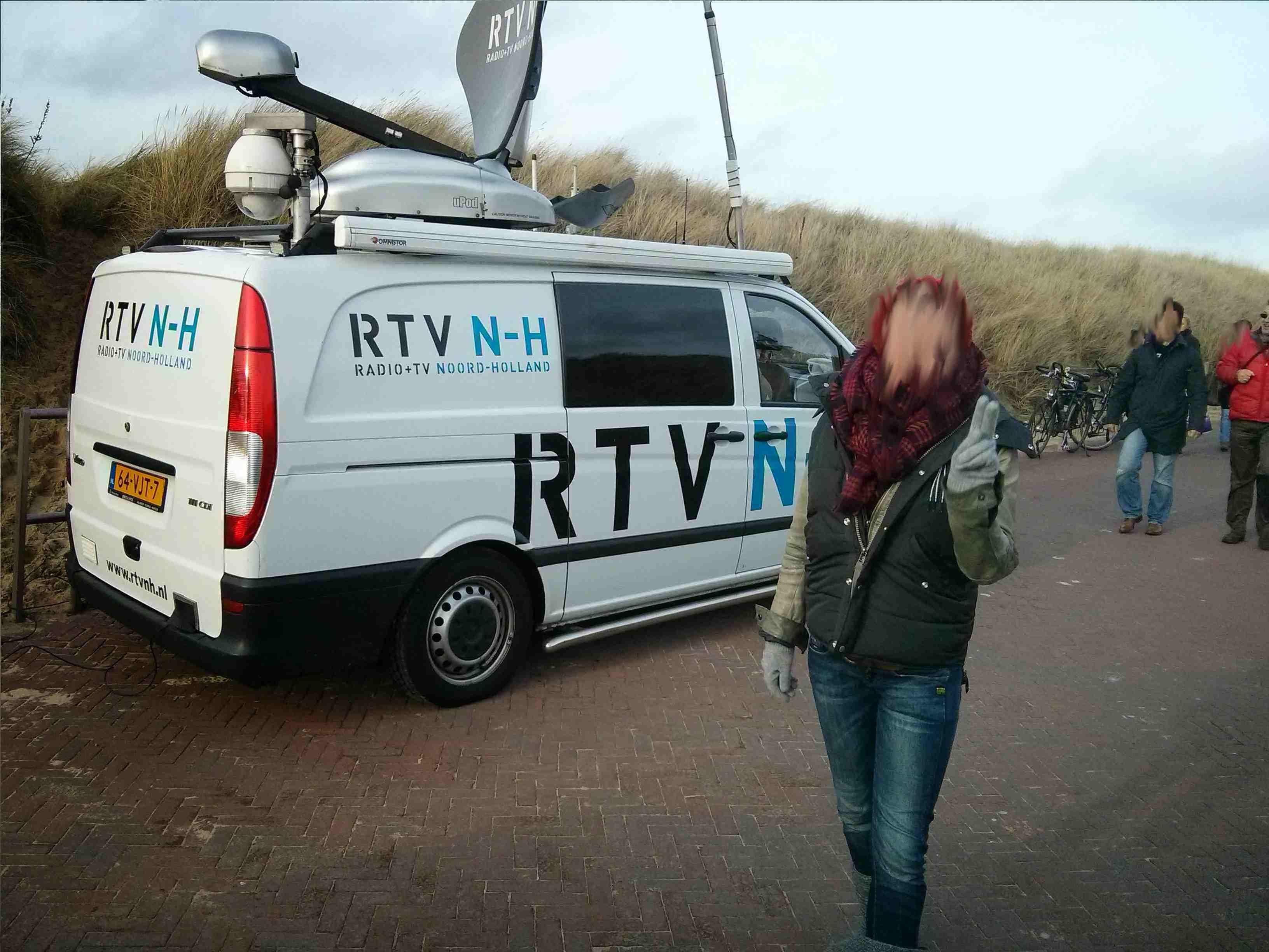 Egmond aan Zee Neujahrsschwimmen - Fernsehwagen