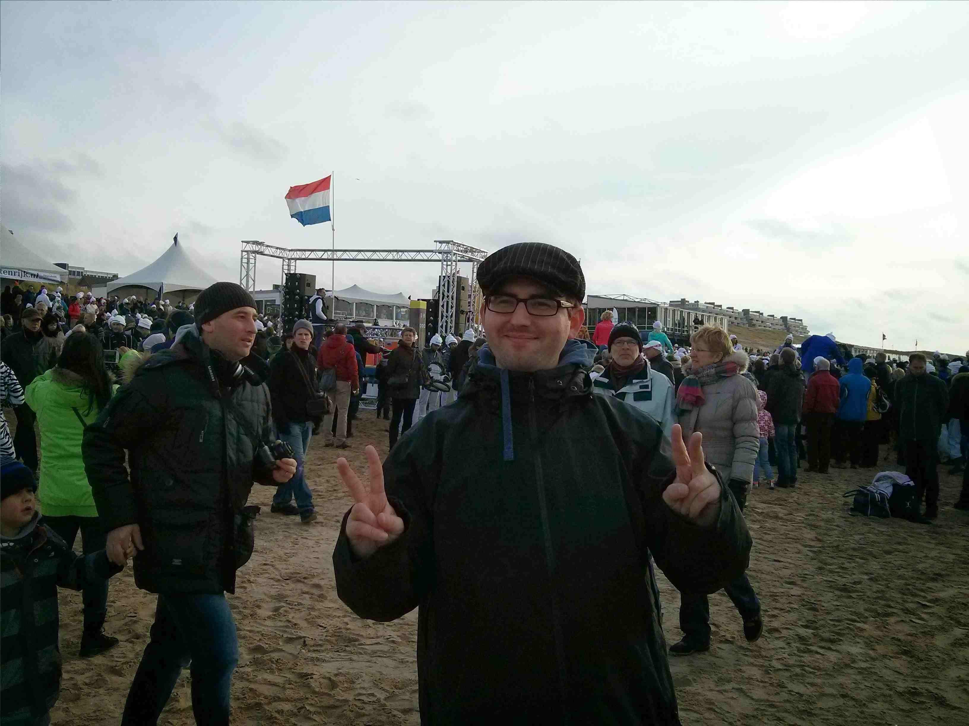 Egmond aan Zee Neujahrsschwimmen - Noch angezogen