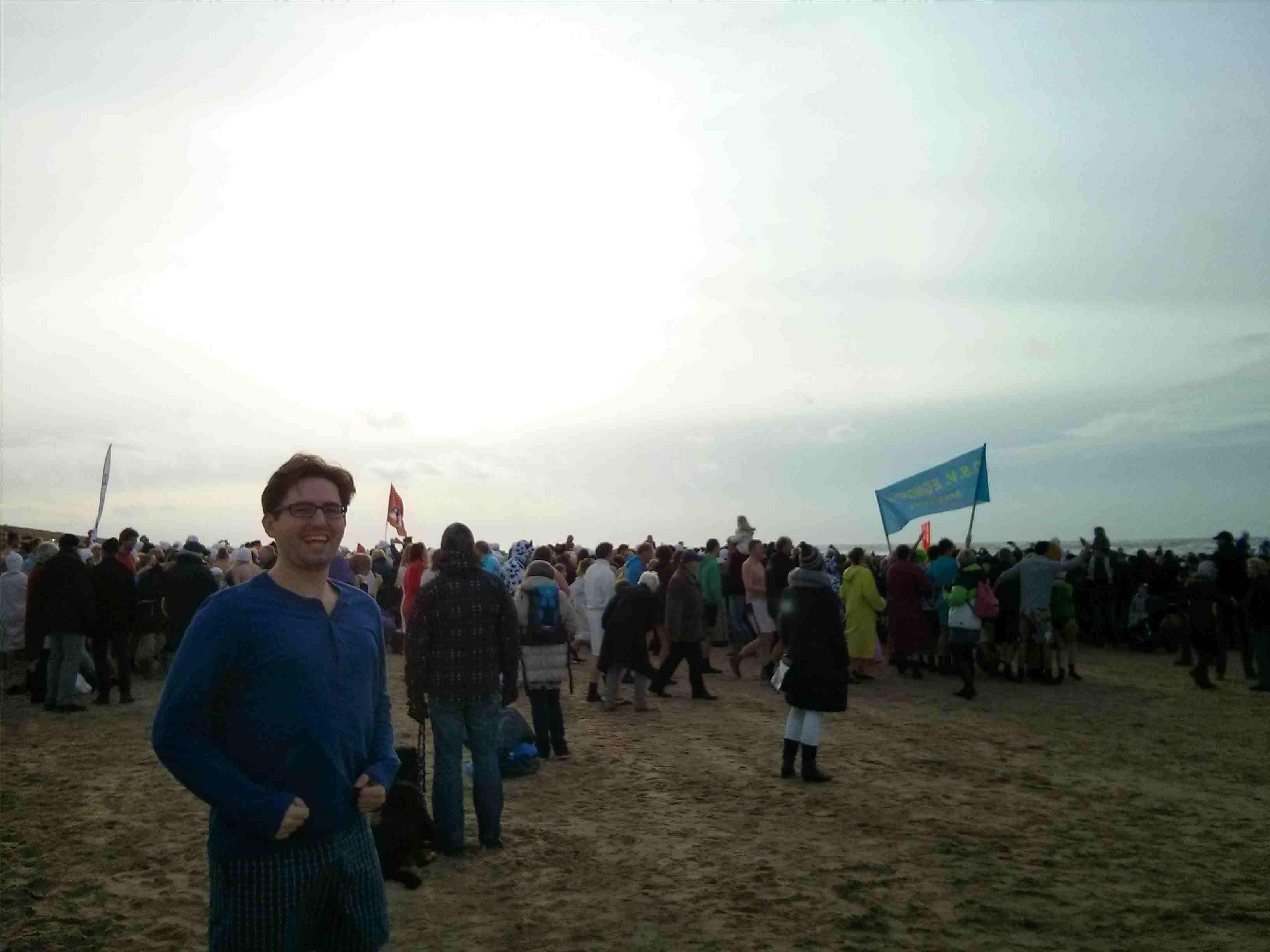 Egmond aan Zee Neujahrsschwimmen - nur noch leicht bekeidet