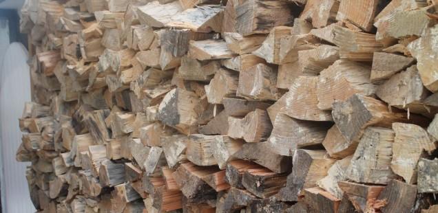 Gespaltenes Holz zaubert einem ein Lächeln ins Gsicht
