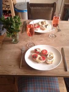 Fertige Ziegenkäse und Tomaten mit Mozzarella Bruschetta