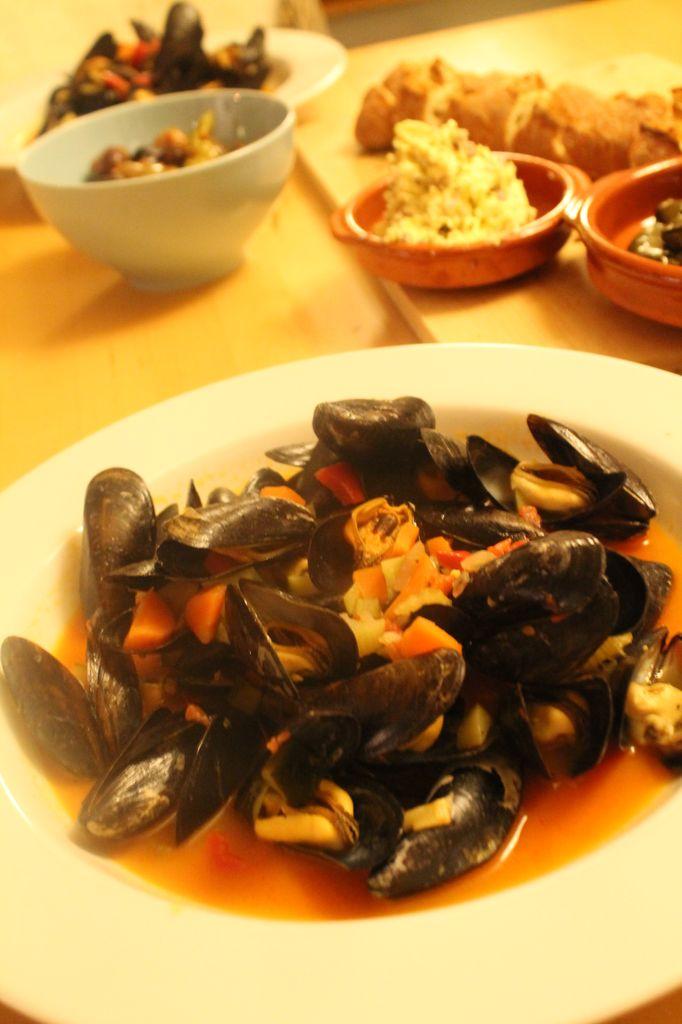 Muschel Rheinische Art Rezept mit Kräuterbutter und Baguette