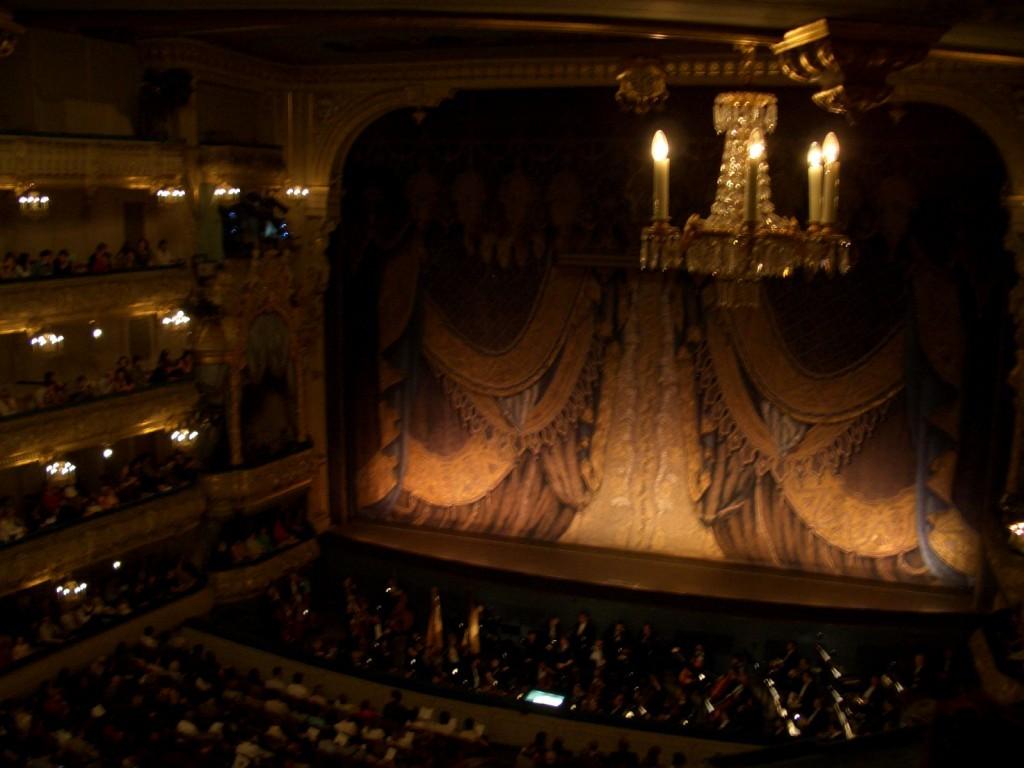 St. Petersburg Städtereise - Ballettaufführung Schwanensee Saal