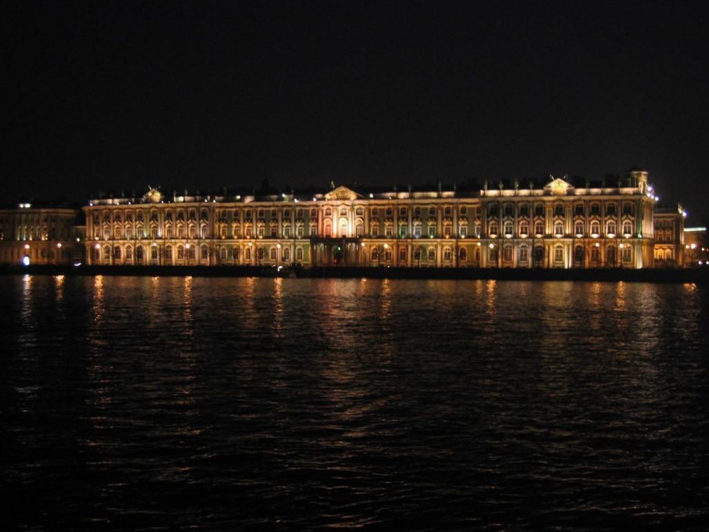 St. Petersburg Städtereise - Eremitage bei Nacht