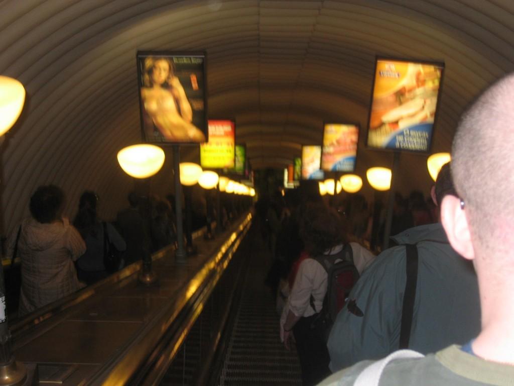 St. Petersburg Städtereise - Metro Rolltreppe