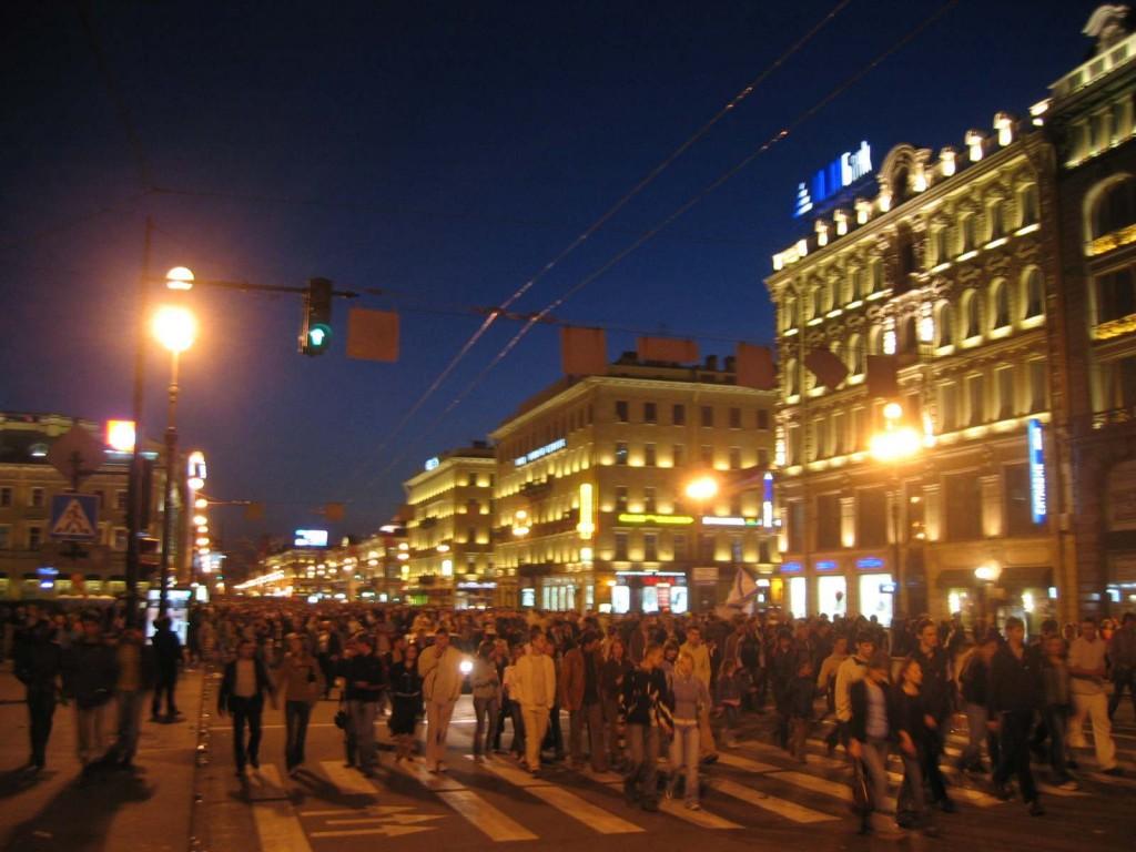 St. Petersburg Städtereise - Newski Prospekt beim Tag des Sieges Rückgang