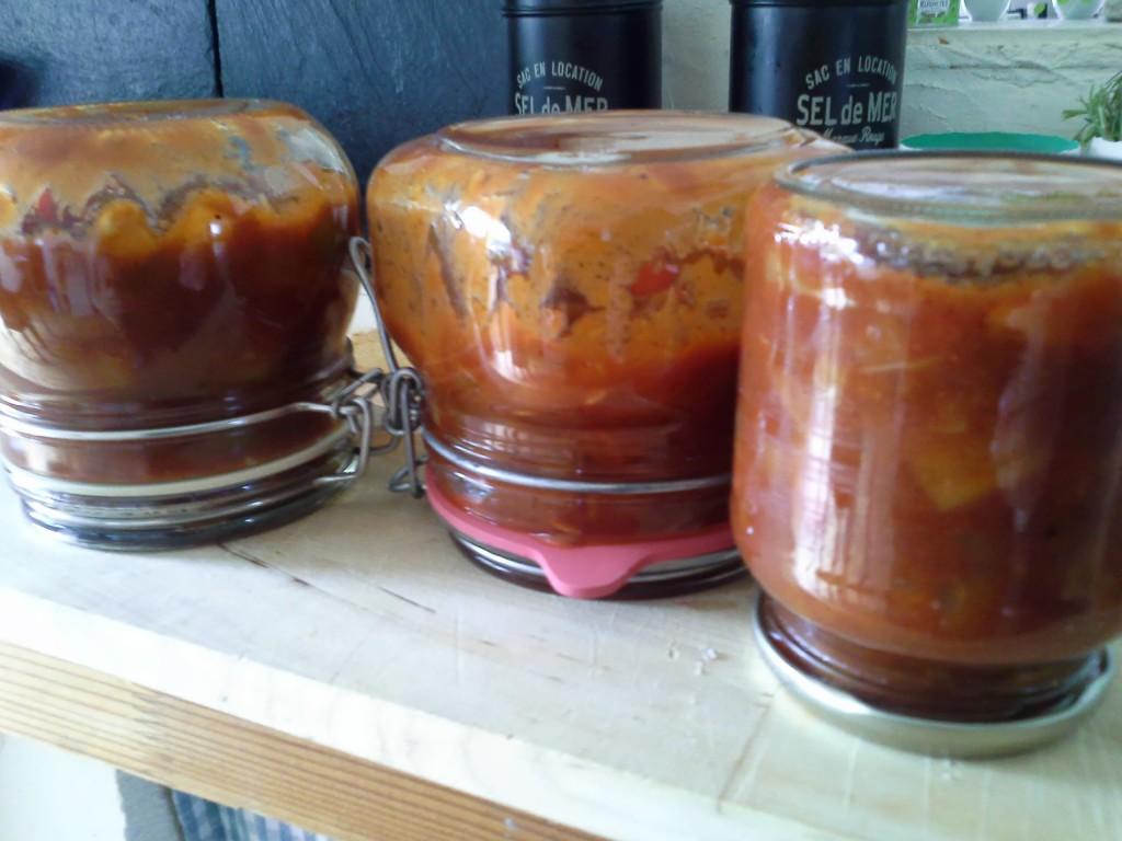 Zucchini Chutney Selbstgemacht und in Einmachgläsern