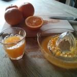 Ein Hoch auf den frisch gepressten Orangensaft der nicht aus dem Internet kommt
