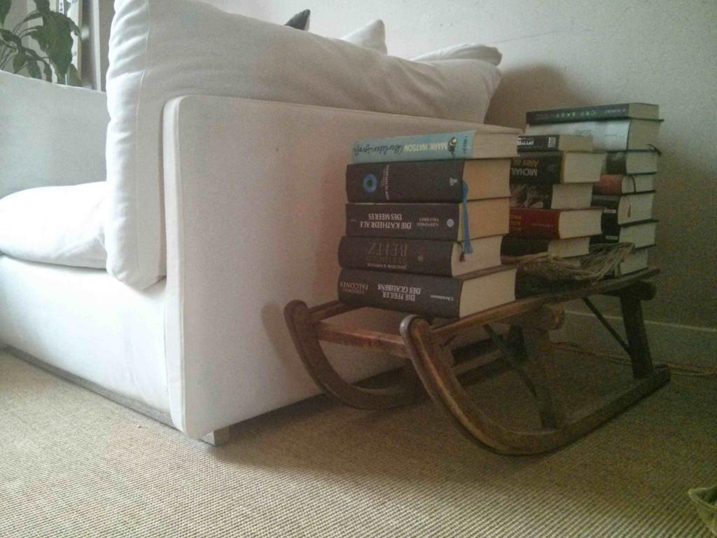 schlitten als Bücherregal - 1