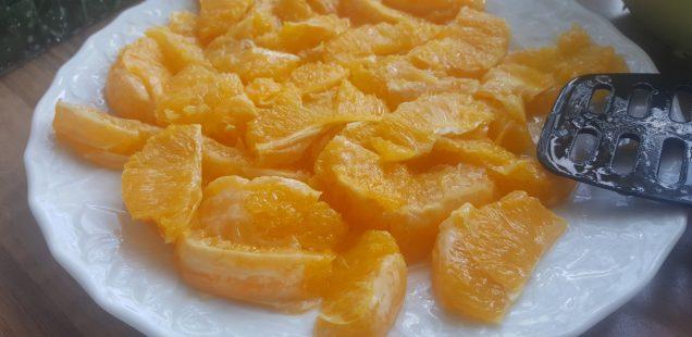 Orangenfilets heraustrennen für die Orangensauce