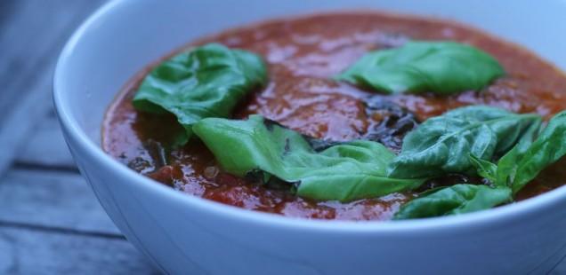 Italienische Tomatensuppe mit Landbrot
